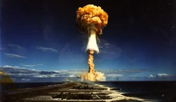 核実験の映像見たけど核爆発ってスゴイんだな・・・