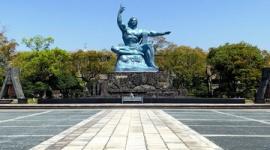 【新型コロナ】朝日新聞「修学旅行自粛で広島や長崎、チビチリガマに行けずヘイワ学習できなくなった」