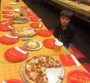 6歳の少年の誕生日パーティに30人を招待するが誰も来ず しかし意外な展開が……