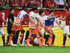 浦和・阿部へのエルボーは故意ではなかった・・・両チームの衝突を阻止しようとしたら偶然肘が阿部に当たった・・・www