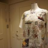 『KEITA MARUYAMA(ケイタマルヤマ)バカンスの思い出プリントTシャツ』の画像