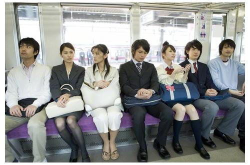 電車で自分の隣に女が座ると安堵する奴wwwwwwwwwwwwwwwwwwのサムネイル画像