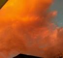 空がすげー色なんだけどwwwwwwwwwwww