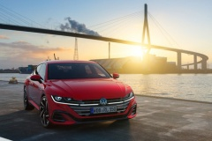 VW、新型「アルテオン」世界初公開!初のPHV設定
