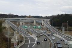 高速道路の追い越し車線と走行車線絶対理解してない奴居るよな。