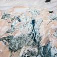 【画像】赤く染まったNZの氷河、原因はオーストラリアの森林火災。