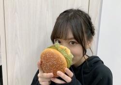 【衝撃】山下美月、ハンバーガーに隠れる・・・?!