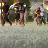 『近畿、東海、関東で 傘が役に立たないような雨の恐れ』の画像