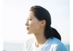 綾瀬はるかが最新写真集で水着姿に!約10年ぶりの水着ショットだと話題に