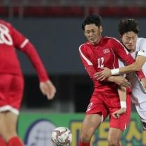 韓国 「北朝鮮のサッカー怖いよー、ヒジとかヒザ平気で使ってくるし、カンフーじゃないんだから」
