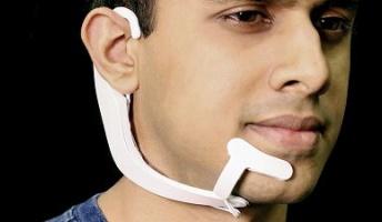 頭の中でつぶやいた「内言」を顔の筋肉から読み取って会話できるシステムをMITが開発