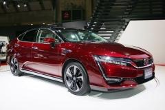ホンダ、燃料電池車「クラリティ フューエル セル 」発売 価格は766万円