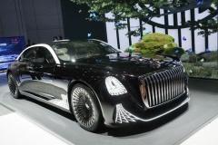 中国の高級車メーカー「紅旗」のシャンデリア付、ハンドルレスのL-コンセプトご覧ください