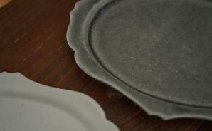 アンティークな雰囲気の洋皿