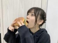 【乃木坂46】バーガーを食らう山下美月が可愛い!!! ※画像あり