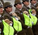 """かわいすぎる…チリの記念パレードで""""警察犬のたまご""""が大行進"""