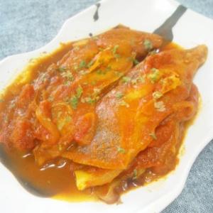 カラスガレイのトマトカレー煮込み