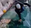 中国のガラスの橋にヒビが入って腰が抜ける人が話題に