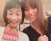 【悲報】深田恭子さん、自分を可愛く見せる為そうでもない女と写真を撮る