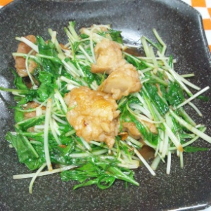 ホルモンと水菜の味噌炒め