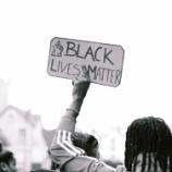 『分断と差別、グローバルなムーブメントとベッシー・ヘッド作品』の画像
