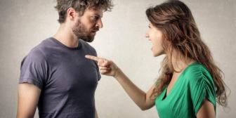 彼氏と喧嘩中にタイミングよく男友達からLINEが入った。どうせ喧嘩中だしと思い…