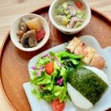 『和にも洋にも!マッシュルーム入りの豚汁と煮物の朝ごはん』の画像