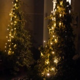 『玄関ポーチをクリスマス仕様にチェンジ! あったかほっこりした雰囲気に!!』の画像