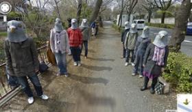 【ネット社会】     日本の グーグルマップ に 鳩のマスクをかぶった集団が写り込んでるぞ!!  なんだこれ?    海外の反応