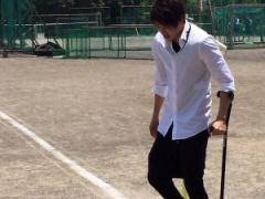 【画像】母校を訪れた内田篤人が高校生たちと記念撮影!教育実習の先生みたいwww