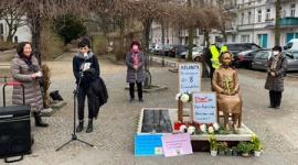 【韓国】ベルリン慰安婦像の前で「人種差別をやめよ!」 無関係のドイツでアトランタ銃撃事件の抗議デモ