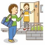 『【クリップアート】小学校中学年−高学年の子どものイラスト5(家を出る・街を歩く・バスを待つ)』の画像