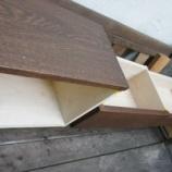『テーブルの足・表札』の画像