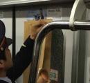 【画像】東京メトロ東西線の車両、乗客を詰め込み過ぎてドアの窓ガラスが破損