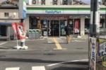 どなたか綺麗な傘をお忘れですよ!~星田駅前のファミマに一羽の白鳥が~