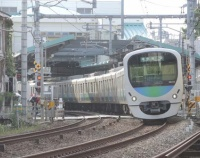 『初夏がやってきた江古田駅での30000系と20000系 西武鉄道と小田急電鉄と東京地下鉄からオンライン会議のお供が……』の画像