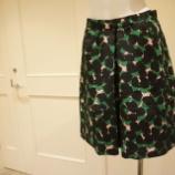 『Sinequanone(シネカノン)ブラッシュプリントスカート』の画像
