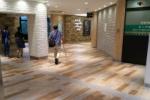 交野市駅の駅ビルがリニューアルされてモダンな感じになってる〜以前の白の外壁から木目調へ〜
