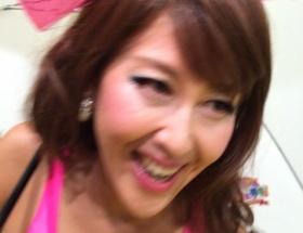 岡本夏生(50)のキレッキレのハイレグ姿をご覧ください
