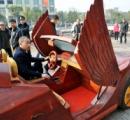 【画像】江西省の農家の男性、「木製」オープンカーを手作り…最高時速は30キロ、190万円余りを投じ、半年かけて1人で完成させる
