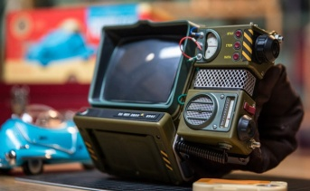 『Pip-Boy 2000 MkⅣ 組み立てキット』の組み立て動画