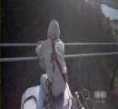 送電線の鉄塔から40m下に落ちて死亡