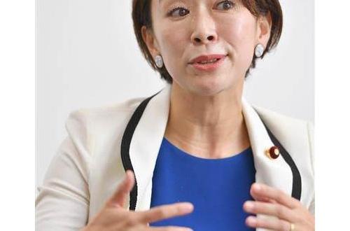 パコリーヌ山尾さん、事務所顧問に不倫したヒゲ弁護士を使うのサムネイル画像