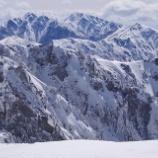 『海パンで雪山登頂』の画像