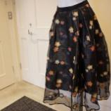 『Sinequanone(シネカノン)花柄刺繍オーガンジースカート』の画像