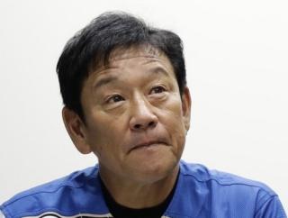【悲報】栗山監督、動物たちと濃厚接触