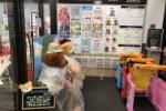 関西スーパー河内磐船店にでっかい熊の縫いぐるみが登場しててそれは関スーのマスコットキャラだ!