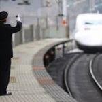 新幹線の駅員とそっくりな服着てったら怒られる?