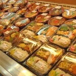 中堅スーパー「ほぼ全店でお惣菜に賞味期限切れの精肉・鮮魚を使用しています」