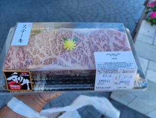 アメリカ人「俺が買った和牛ステーキが信じられないほどお得だった!」